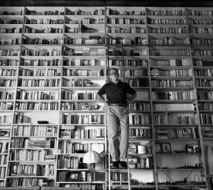 valerio-magrelli-e-libreria-450x402